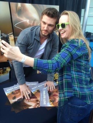 Endless Love Mall Tour Autograph Signing! Magic Mike's Alex Pettyfer Meets Fans And Signs Posters!