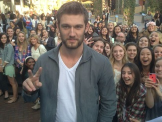 Endless Love mall tour autograph signing alex pettyfer 1