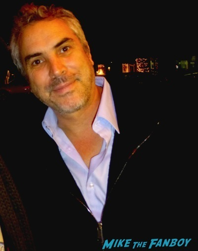 Alfonso Cuaron signing autographs fan photo Jessica alba signing autograph fan photo alfonso cuaron 1