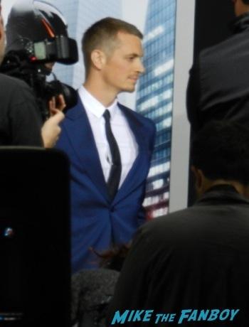 Joel Kinnaman on the red carpet Robocop movie premiere los angeles red carpet 33