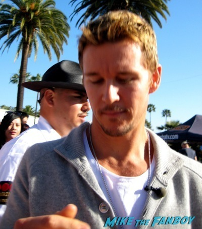 Ryan Kwanten signing autographs sexy extra universal jason stackhouse1