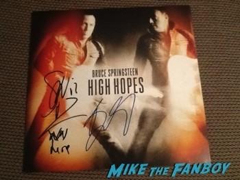 bruce springsteen signing autographs australia e street band4