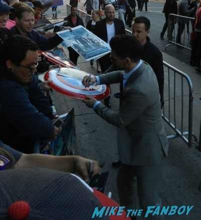 frank grillo  signing autographs Captain America: The Winter Soldier premiere red carpet25 Captain America: The Winter Soldier premiere red carpet43 Captain America: The Winter Soldier premiere red carpet27