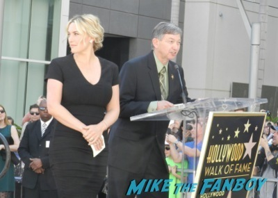 Kate Winslet Walk Of Fame Star Ceremony signing autographs rare kathy bates speech11