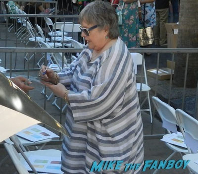 kathy bates signing autographs Kate Winslet Walk Of Fame Star Ceremony signing autographs rare kathy bates speech4