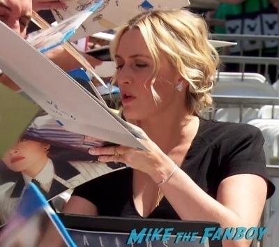 Kate Winslet Walk Of Fame Star Ceremony signing autographs3