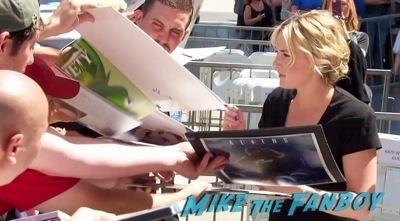Kate Winslet Walk Of Fame Star Ceremony signing autographs5