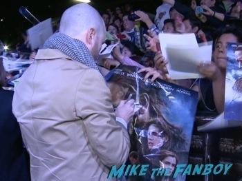 Darren Aronofsky signing autographs Noah mexico movie premiere logan lerman signing autographs red carpet douglas booth13