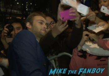 douglas booth signing autographs Noah mexico movie premiere logan lerman signing autographs red carpet douglas booth9