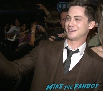 logan lerman signing autographs Noah mexico movie premiere logan lerman signing autographs red carpet douglas booth9