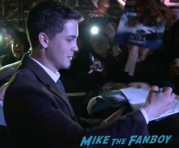 logan lerman signing autographs Noah mexico movie premiere logan lerman signing autographs red carpet douglas booth9