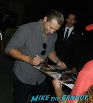 jai courtney signing autographs jimmy kimmel live hot divergent1
