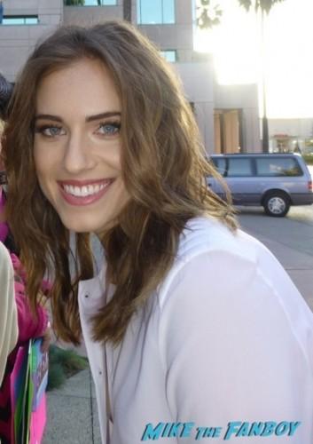 meeting girls star lena dunham alison wiliams signing autographs 2