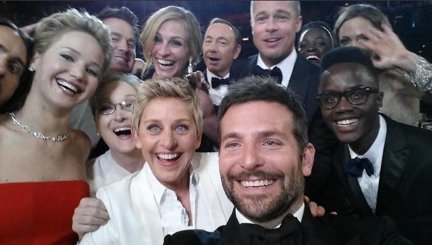 oscar epic selfie 2014 brad pitt angelina jolie jennifer lawrence