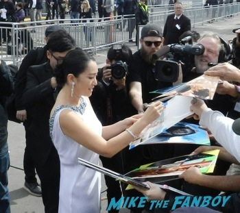 spirit awarsd 2014 celebrities signing autographs reese witherspoon (17)