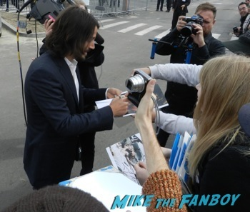 spirit awarsd 2014 celebrities signing autographs reese witherspoon (22)