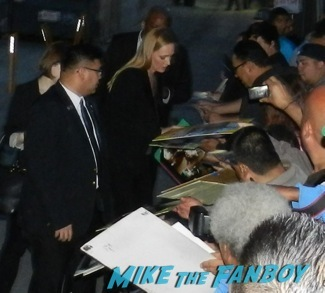 uma thurman signing autographs jimmy kimmel live hot kill bill star 1