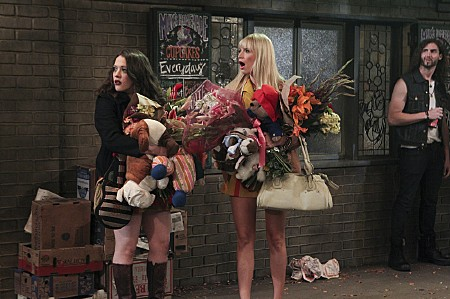 2-Broke-Girls-Season-3-Premiere-2013-And-the-Soft-Opening-11