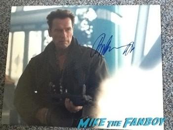 Arnold Schwarzenegger signing autographs for fans rita ora 3