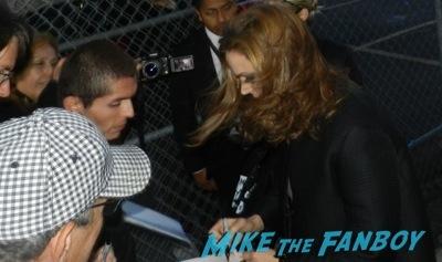 Emily Deschanel signing autographs jimmy kimmel live 6