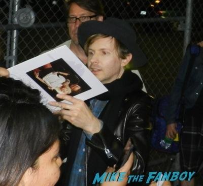 Beck Hansen signing autographs jimmy kimmel live 18