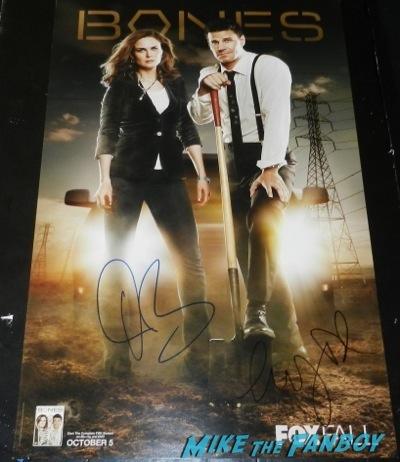 Emily Deschanel signing autographs jimmy kimmel live signed autograph bones mini poster david boreanaz