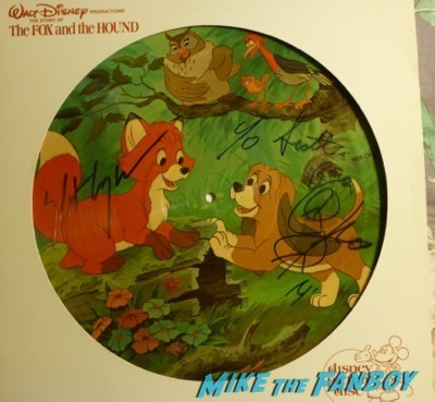 fox and hound picture disc signed corey feldman keith coogan Corey Feldman Keith Coogan signing autographs fox and hound picture disc 2