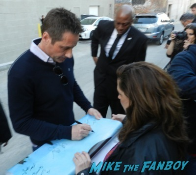 David Duchovny jimmy kimmel live signing autographs 4