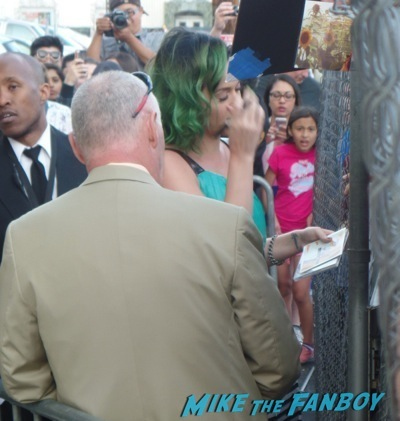 Katy Perry signing autographs jimmy kimmel live 20143