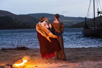 Lagertha (Katheryn Winnick) and Aslaug (Alyssa Sutherland)