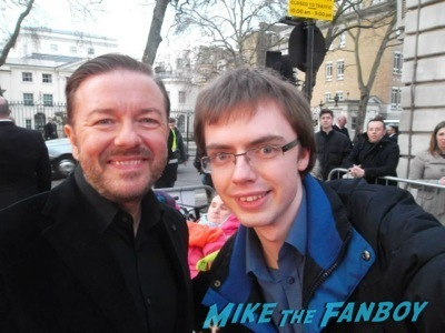 ricky gervais signing autographs Muppets Most Wanted UK Premiere red carpet ricky gervais2