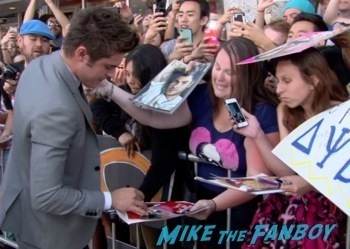 zac efron  signing autographs Neighbors premiere zach efron signing autographs seth rogan hot  1