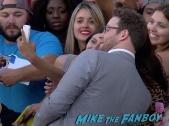 seth rogan  signing autographs Neighbors premiere zach efron signing autographs seth rogan hot  1