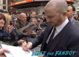 Noah UK Movie premiere russell crowe signing autographs emma watson 1