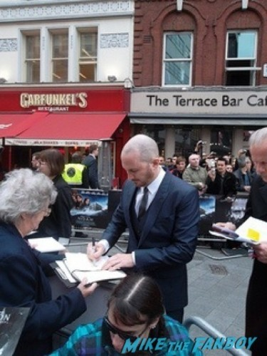 Darren Aronofsky signing autographs Noah UK Premiere Russell Crowe Emma Watson signing autographs31