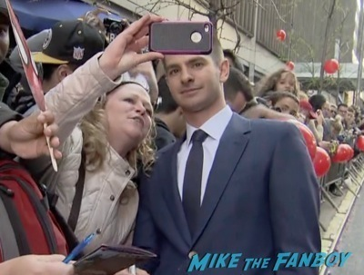 andrew garfield signing autographs The Amazing Spider-Man 2 new york premiere emma stone andrew garfield 3