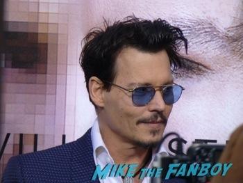 Transendance premiere red carpet johnny Depp signing autographs 1