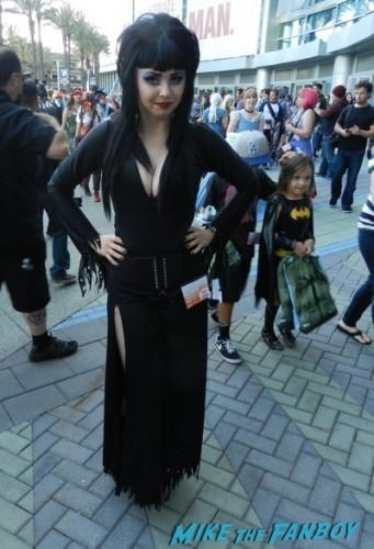 Wondercon 2014 cosplay elvira game of thrones up 41