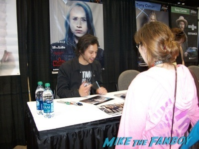 Jesse Rath from Defiance signing autographs c2e2 chicago fan expo cosplay tyler posey teen wolf alfie allen 3