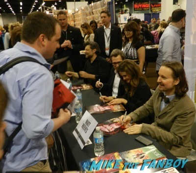 dawn of the planet of the apes autograph signing wondercon gary oldman andy serkis keri russell 1