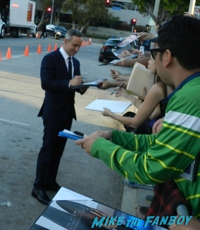Wallace Langham signing autographs draft day movie premiere jennifer Garner Tom Welling signing autographs 15