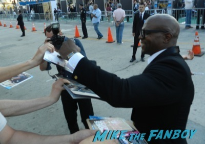 terry crews signing autographs draft day movie premiere jennifer Garner Tom Welling signing autographs 15