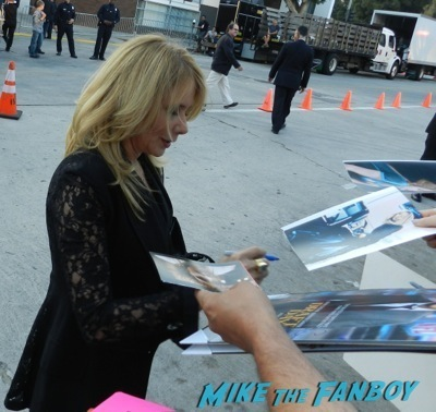 Rosanna Arquette signing autographs draft day movie premiere jennifer Garner Tom Welling signing autographs 19