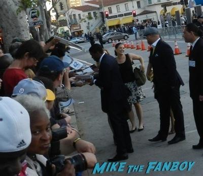 chadwick boseman signing autographs draft day movie premiere jennifer Garner Tom Welling signing autographs 22