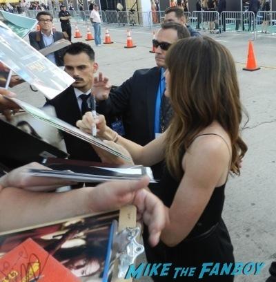 jennifer garner signing autographs draft day movie premiere jennifer Garner Tom Welling signing autographs 24