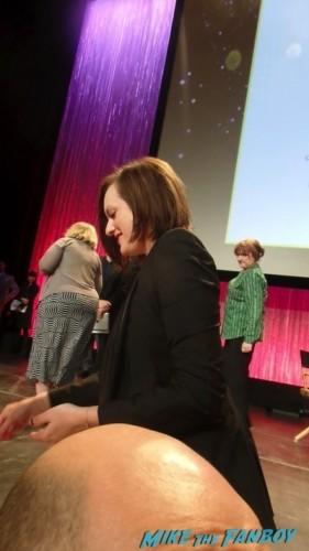 elizabeth moss signing autographs mad man paleyfest panel 2014
