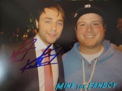 Vincent Karthesier signing autographs Mad Men season 7 premiere jon hamm ignores fans