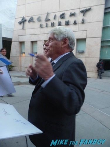 robert morse signing autographs Mad Men season 7 premiere jon hamm ignores fans