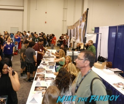 spartacus cast signing autographs wondercon 2014 son of batman salem revolution autograph signing 27