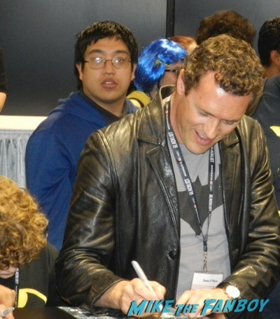 son of batman autograph signing wondercon 2014 son of batman salem revolution autograph signing 51